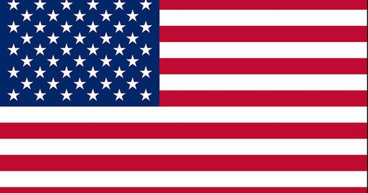 ¿Por qué la bandera está al revés en los uniformes militares?. El remiendo de la bandera estadounidense siempre se lleva en el uniforme militar de combate, ya sea en una instalación de formación o en el entorno del deber.