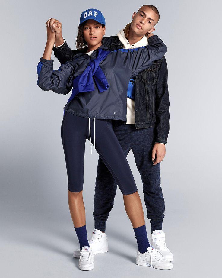 トレーニングウェアにジャケットを羽織れば、アスレジャースタイルに! #GapFit  <Men> パンツ ¥8,900 スポーツロゴフーディー ¥6,900 デニムジャケット ¥9,900  <Women> スポーツジャケット ¥6,200 スエットシャツ(Men's)¥6,900 半袖Tシャツ ¥2,400