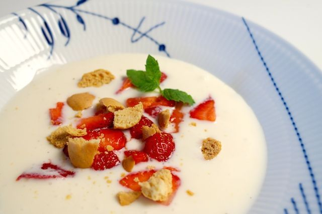 Koldskål with kammerjunkere and strawberries - a delicious Danish cold buttermilk based soup | FoodFamily
