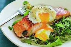 Salmão selado com ovos benedict para ganhar músculos | MdeMulher