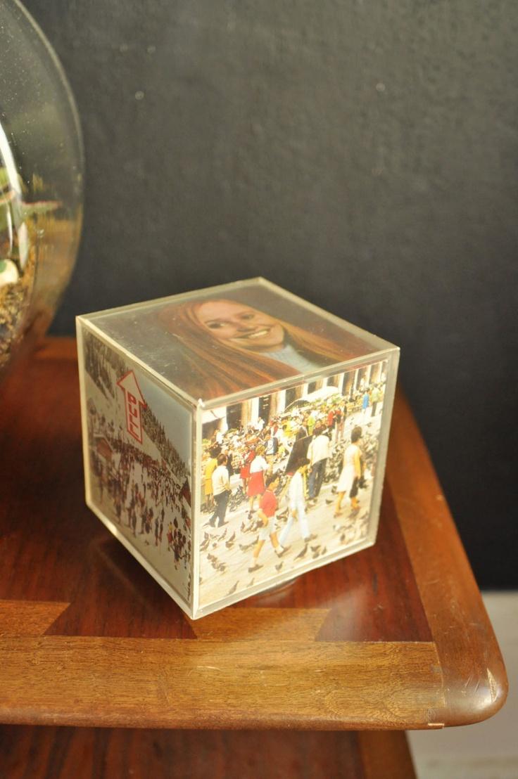 Vintage Acrylic Photo Cube 70s Decor... Incredibile, questa ce l'ho!!! Era dei miei nonni, ci sono dentro le foto di mio fratello...