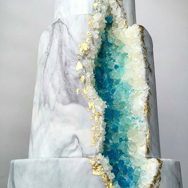 It's time to celebrate! I set myself a lofty goal of doing 300 sales through Instagram in 2016. I did 365.  Thank you thank you thank you all for the support and love! Here's to 2017!  (Gorgeous geode cake  by @matamiesecakes)