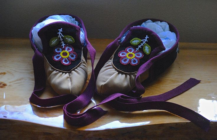 Ojibwe Men's Split toe Moccasins made by Greg Johnson, Lac du Flambeau Ojibwe (Private Collection)