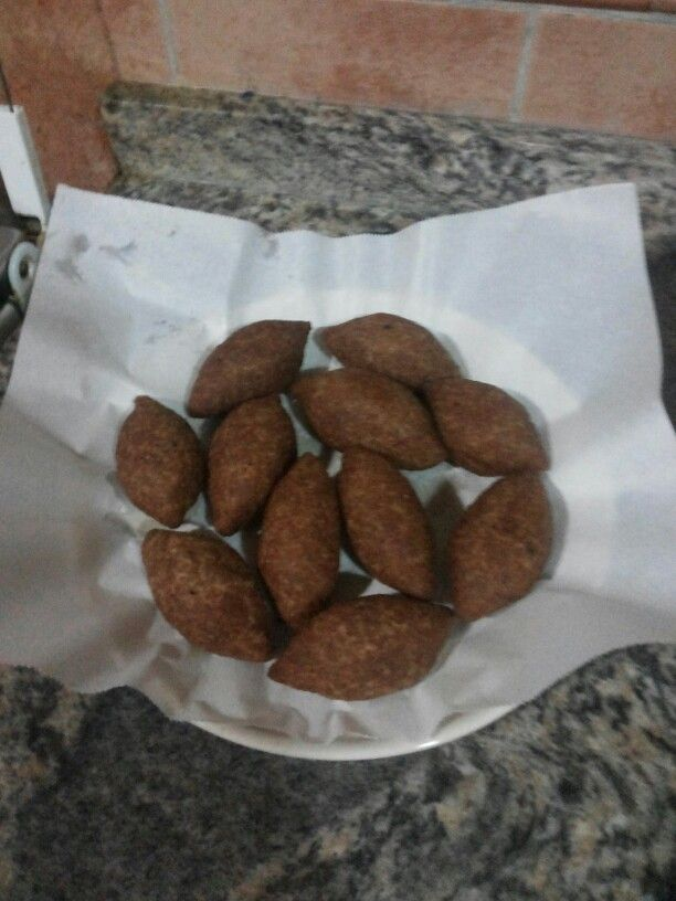 Kibbi .. the most famous lebanes food .. made from a mix of minced meet and burgul .. it can be made like in the picture or in a pie shape, or even eaten uncooked.