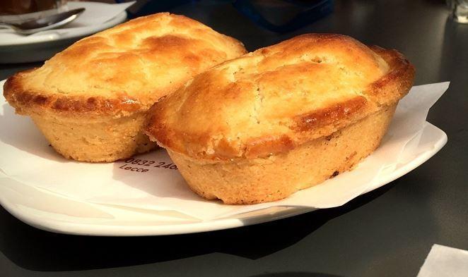 Descrivere la bontà dell'originale pasticciotto leccese caldo a colazione è impossibile con semplici parole. Ricetta pasticciotto leccese.
