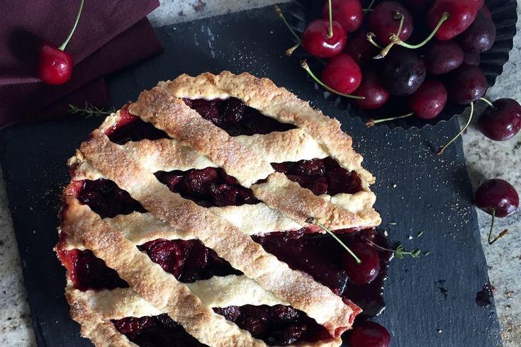 Für das heutige Rezept hab ich mich für knackige Kirschen entschieden und einen himmlischen Cherry Pie kreiert. Gerade mit einer Kugel Eis eine Versuchung.