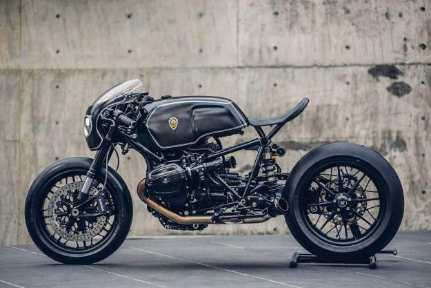 Genial Bavarian Fistfighter construida por Rough Crafts, galería de fotos de una motocicleta BMW personalizada al a perfección, vela para enamorarte.