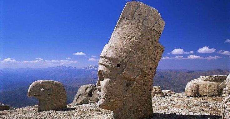 Kusadasi Info   Mount Nemrud, Nemrut Dagi, Turkey Landmarks
