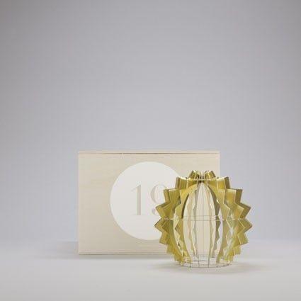 Lampe déco design pour designerbox le designer maurizio galante a imaginé une lampe en métal un objet déco pour la maison achetez en ligne