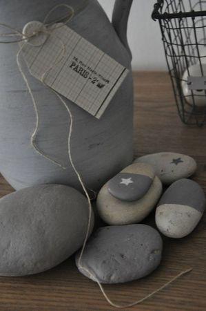 voir les galets peints. Stone tones.