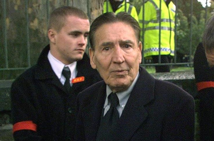 """Notorious Kray gangster 'Mad' Frankie Fraser dies - Yahoo News  An infamous London gangster known as """"Mad"""" Frankie Fraser has died in a hospital at the age of 90, a former associate said on Wednesday."""