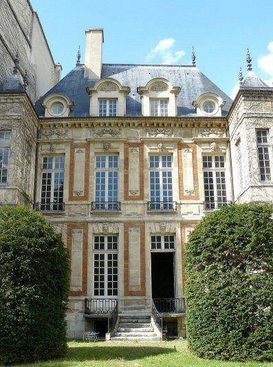 26 rue Geoffroy-l'Asnier 4ème - La façade sur jardin de l'hôtel de Chalon-Luxembourg édifié à partir de 1625 dans le quartier parisien du Marais