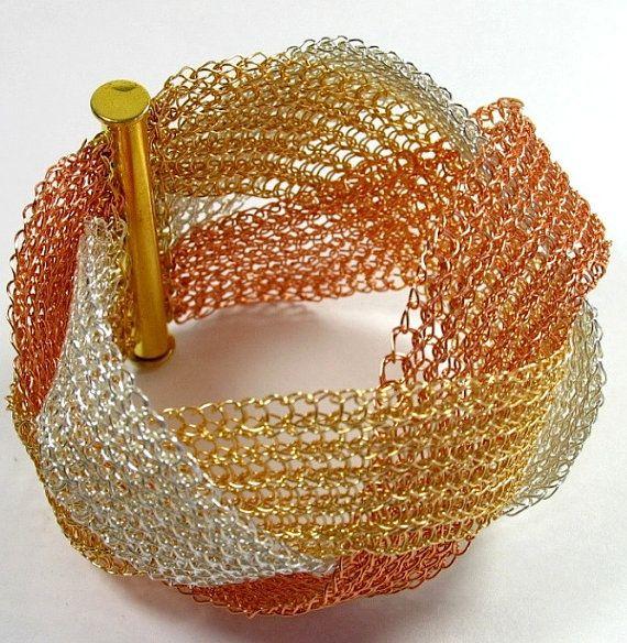 Zilver draad handgemaakte gehaakte armband. Armband plat.