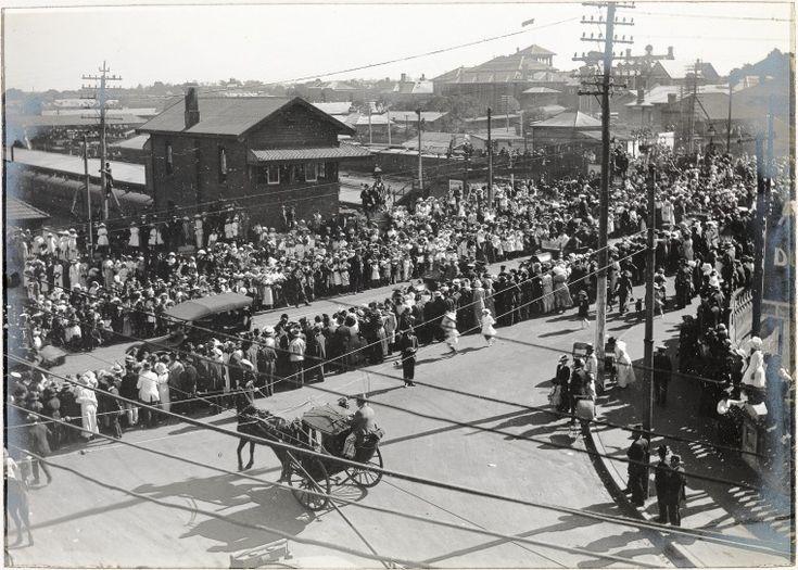 BA292/7/19: 1st Anzac Day celebrations, Perth, 1916 https://encore.slwa.wa.gov.au/iii/encore/record/C__Rb3600611