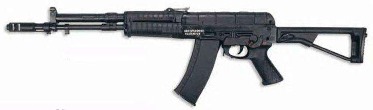 El AEK-971 es un rifle de asalto que se desarrolló en la Kovrov Planta Mecánica por el jefe de diseño SI Koksharov en los 80. Se basa en anteriores AK en el diseño y la disposición internos, pero también está equipado con un mecanismo de retroceso de equilibrio por medio de un contrapeso que niega el impulso del pistón de gas y portador del cerrojo. Es aprox. 0,5 kg más ligero que el AN-94, de diseño más sencillo y barato de fabricar. La precisión se mejoró en un 15% en comparación con el…