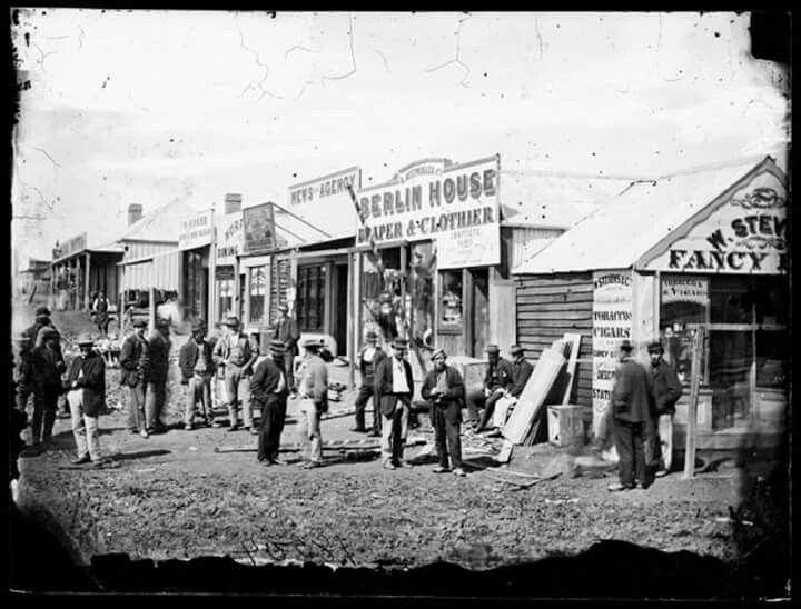 Shopping at Seven Hills in western Sydney in the 1900. Photo shared by Elders Real Estate. v@e