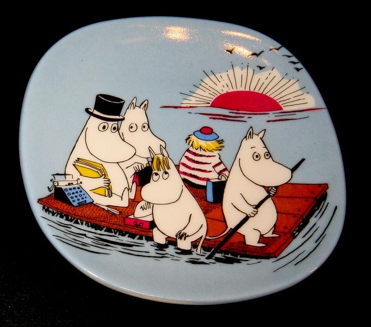 Muumiperhe lautalla / Moomin Family on a float