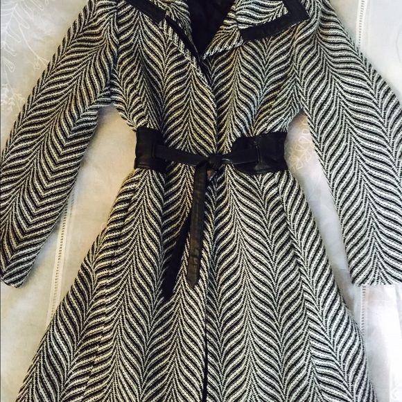 Via spiga herringbone coat Adorable herringbone coat faux leather trim, split in the back 60percent poly 40 percent wool a must have Via Spiga Jackets & Coats Trench Coats