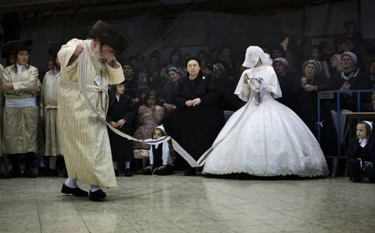 Las llaman las 'agunot' o esposas encadenadas. Cientos o incluso miles de mujeres judías viven en Israel sin poder rehacer sus vidas porque sus maridos les deniegan el divorcio.