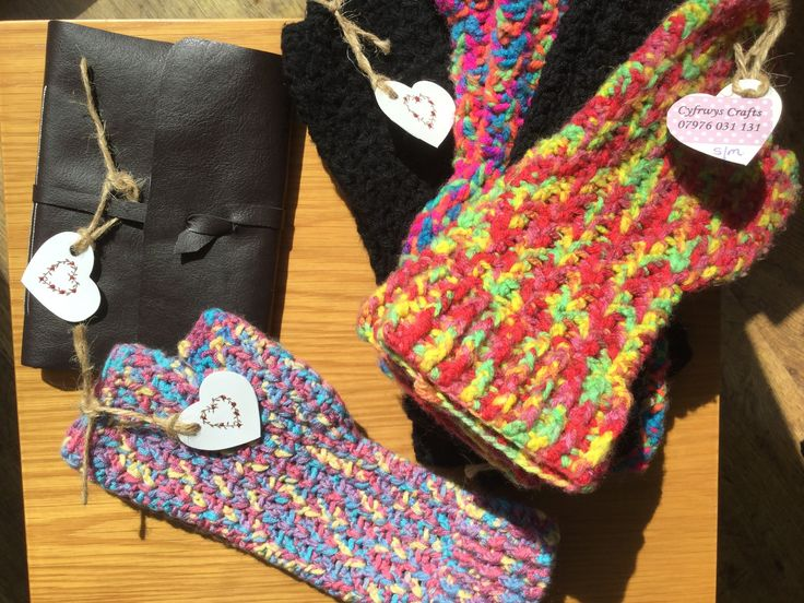Fingerless crochet gloves and handmade faux leather notebooks for sale by Cyfrwys Crafts. MamiSkilts.co.uk