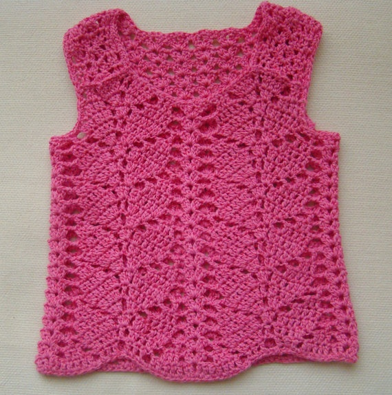 I really want the pattern for this!  I may just have to try my hand at designing!