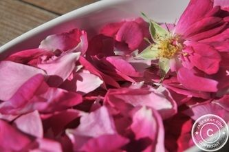 Rose petals in sugar #recipe #recipes #food -  http://www.jarekrak.com/1/post/2013/06/rose-petals-in-sugar.html