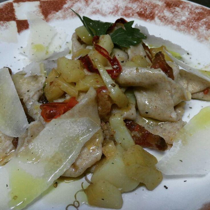 Lasagnette di solina con patate guanciale e peperone dolce secco  #solina #cucinatipicatradizionale #anticataverna #abruzzo #tradizione #tipico #ricetta #ricette #mangiaresano #cibo #food