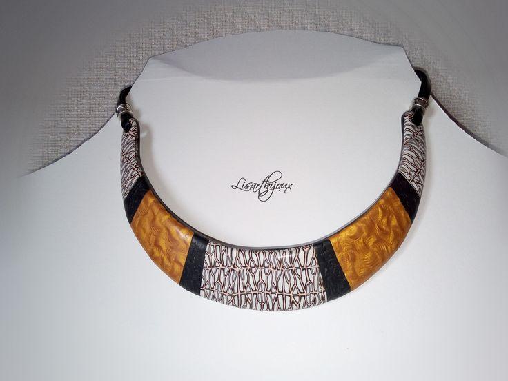 Collier plastron en pâte polymère, noir, blanc doré : Collier par lisartbijoux