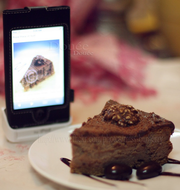 This shot goes to Pu®e Poison ;-)    Thanks ya 3asal 4 the recipe ..    It's really very special Ferrero Rocher Cheese_Cake ..    all my family & friends was in our house  w 6ab3a Douée w a5eeran decided to enter the kitchen :-P    bass wallah really easy & i . Delicious Food!!!