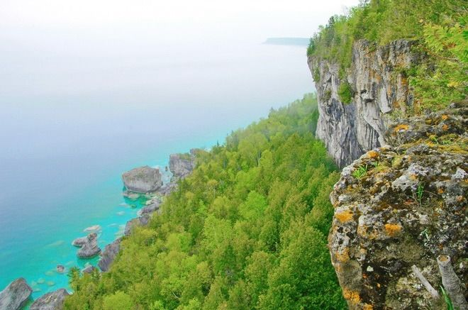 A cliff top section of the Bruce Trail in Bruce Peninsula National Park