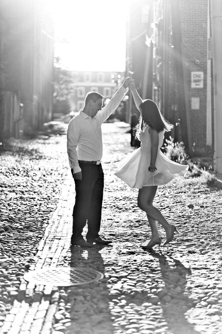 Old Town Alexandria Engagement | classicbrideblog….