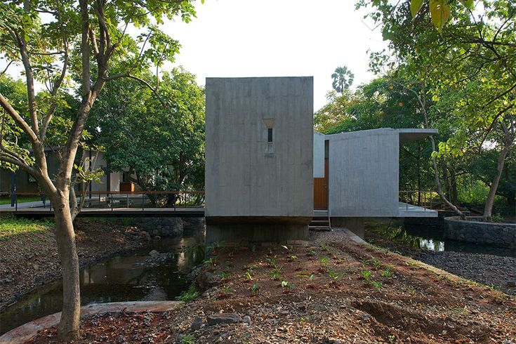 House on a Stream, Alibag - Architecture BRIO, Mumbai / India #sustainablearchitecture #retreat #exposedconcrete