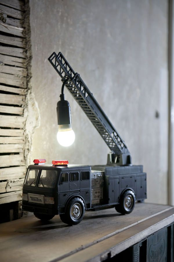 Nice DIY idea! Fire Truck Lamp, ask your child or find one... only paint and basic electronic parts are needed.