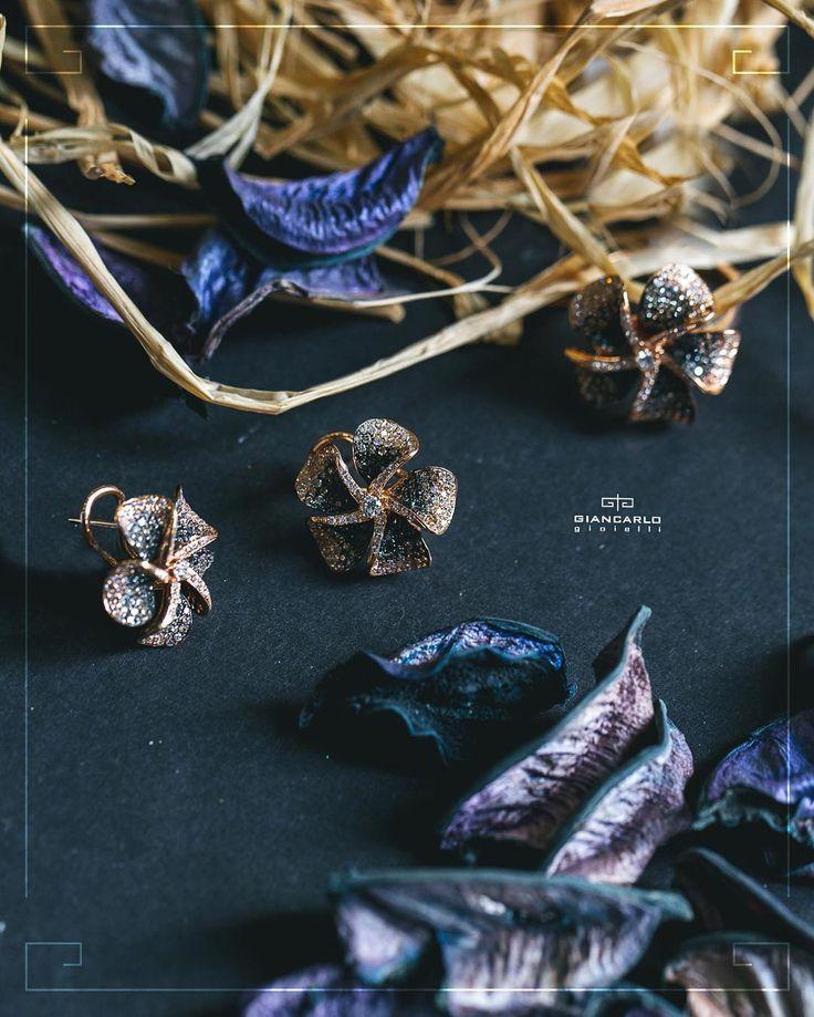 Серьги и кольцо от #Giancarlogioielli в форме украшенных белыми и черными…