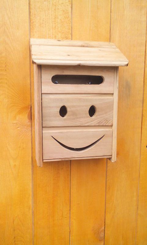 Из остатков вагонки позитивный почтовый ящик:)