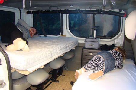 lit adulte dans le sens de la largeur on the road. Black Bedroom Furniture Sets. Home Design Ideas