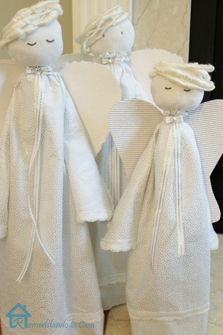 . There were many more angels added to the mantel, let's check these three: TUTORIAL