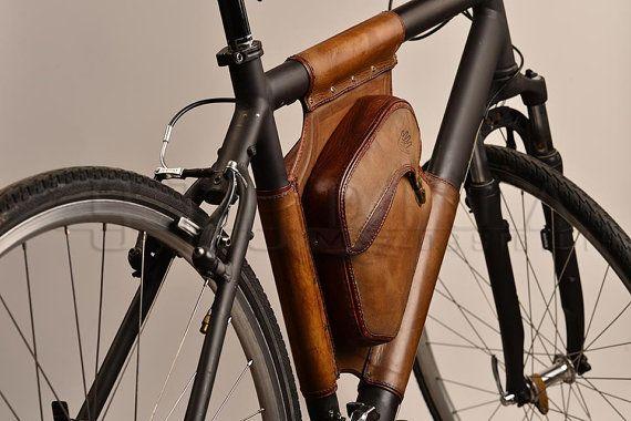 Handgemaakte leren tas van de fiets