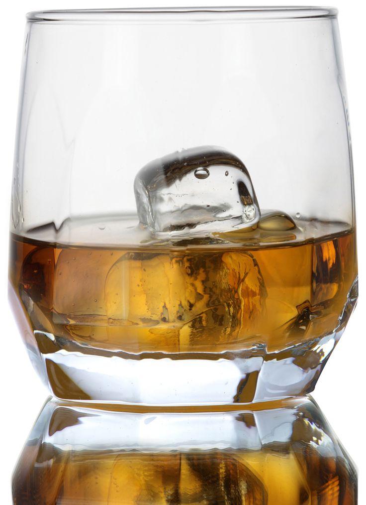Design elegante , copo de whisky com boca larga que permite a aeração e concentração do aroma. Copo com ondulações que facilita no manuseio do produto.  A anatomia do copo  serve para impedir que os ingredientes da bebida fiquem no fundo, além de exaltar os aromas dos ingredientes e do processo de envelhecimento. Esse formato também é  ideal para a colocação do gelo: baixo e largo.  Copo que  poderá ser utilizado para batidas, caipirinhas, aperitivos, frutas e petiscos.
