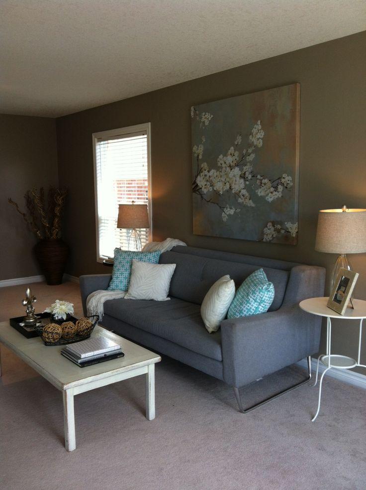 vacant home staging living room upstaging home staging. Black Bedroom Furniture Sets. Home Design Ideas