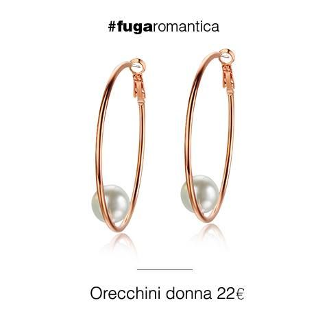 Orecchini in metallo con bagno in oro rosa e perla sintetica Luca Barra Gioielli. #orecchini #lucabarragioielli #newcollection #outfit #look #style