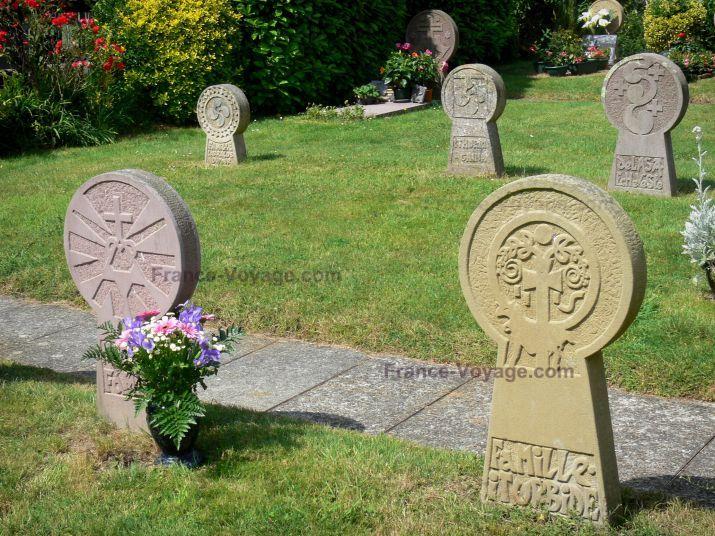 Ainhoa: Cementerio estelas discoide