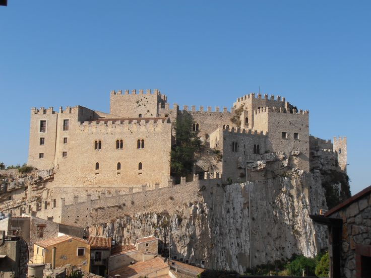 Caccamo castle sicilia morning sun ch teau m di val de for Sun castle
