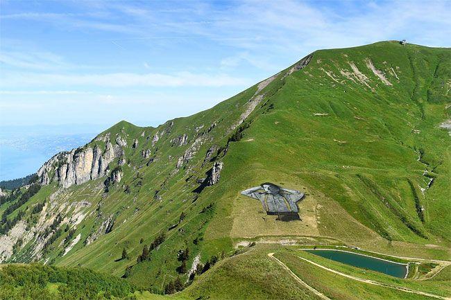 Un dipinto apparso sulle piste da sci di Chaux-de-Mont, sopra la località di Leysin in Svizzera, è il più grande lavoro di
