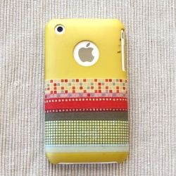 An easy and fun way to decorate your iPhone cover using washi tape. I feel like @Stormie Gail and I would have way too much fun making these. :-)
