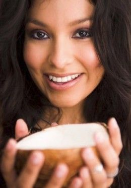 Beautify Your Skin Naturally with Coconut Oil and Apple Cider Vinegar