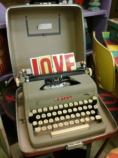 15 Best Images About Vintage Typewriters On Pinterest