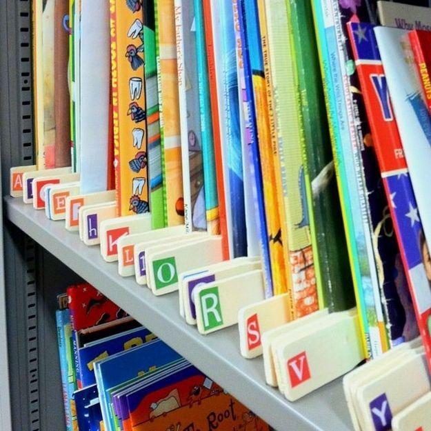 Paint sticks make great book dividers! | 29 Clever Organization Hacks For Elementary School Teachers