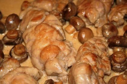 RIS DE VEAU AUX CHAMPIGNONS (ris de veau de lait, champignons de Paris, crème, huile d'olive, vinaigre balsamique, muscat, vinaigre de vin, fond de veau, sel/poivre blanc)