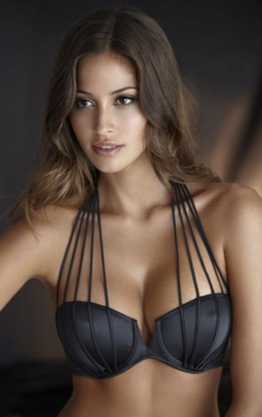love this bra! good for strapless dresses and tops!